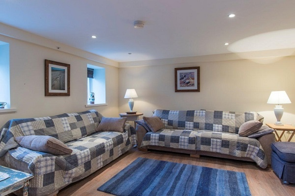 Living space with 3 & 4 seater sofas